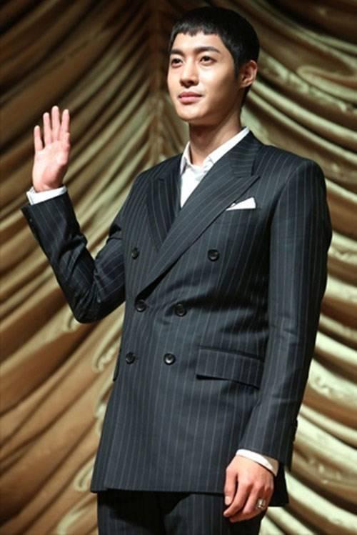 Kim Hyun Joong vướng bê bối, vụ việc trở nên rắc rối với việc đôi bên kiện nhau.