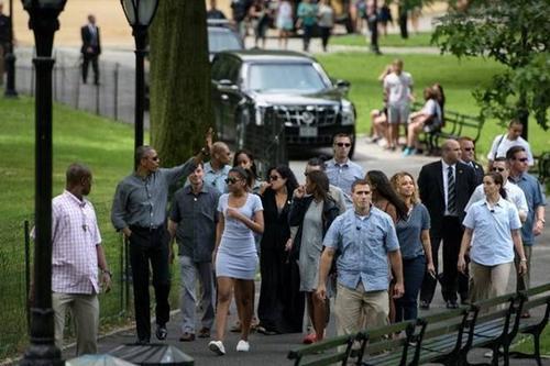 Tổng thống Mỹ Obama đi dạo trong Công viên Trung tâm New York cùng gia đình.