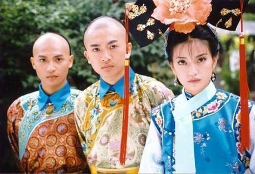 Tham gia vai Nhĩ Thái trong Hoàn Châu cách cách, Chí Bằng trở thành tài tử được yêu thích không chỉ ở Đài Loan mà còn tại nhiều quốc gia châu Á. Tuy nhiên sau vai diễn này, sự nghiệp của Trần Chí Bằng chững lại trông thấy.