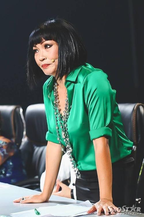 """Với phần thi của thí sinh 19 tuổi này, Phương Thanh đứng dậy  cuồng nhiệt: """"Chí Thành có một giọng hát quá cao, quãng quá rộng mà ca sĩ chuyên nghiệp cũng phải kính nể. Em hát từ giọng nam leo qua giọng nữ và leo lên một dạng khác nữa. Giọng hát của em vượt khỏi phạm vi giới tính, một giọng ca phi giới tính""""."""