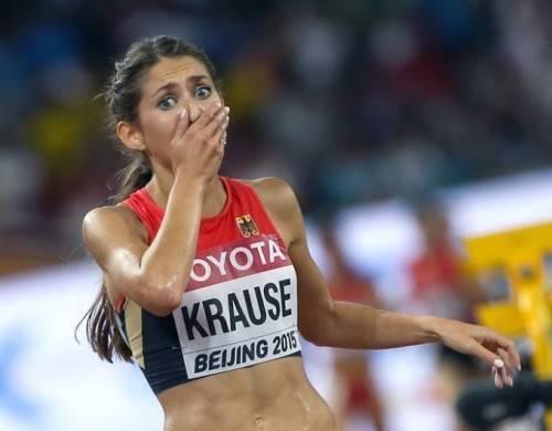 Khoảnh khắc thảng thốt của Gesa Felicitas Krause khi chính cô không tin mình đã giành được huy chương khi chạy băng đồng