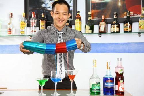Được biết hiện tại Trung Trương đang làm giảng viên trường quản lý khách sạn Việt- Úc.