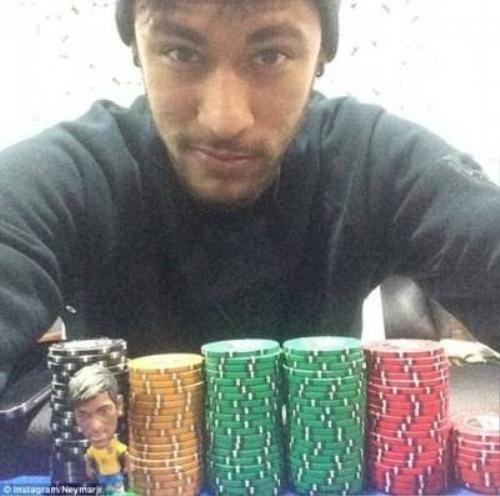 Hình ảnh đỏ đen thường thấy của Neymar