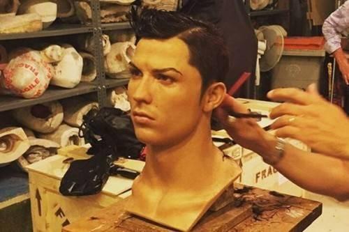 Bức tượng đang trong thời kỳ chuẩn bị, dự tính tiêu tốn của Ronaldo 20.000 bảng Anh (gần 700 triệu đồng).
