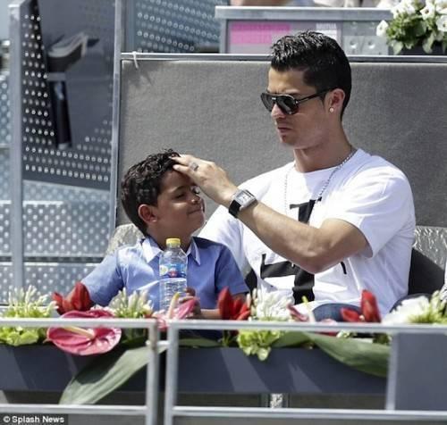 Cậu con trai là động lực lớn nhất của anh hiện tại.