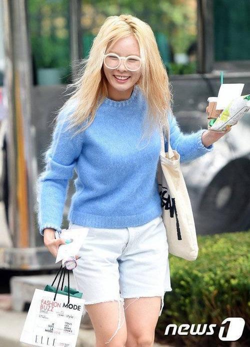 HyunA đến trường quay ghi hình Music Bank của đài KBS hôm 28/8.