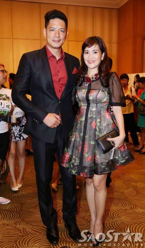 Vợ chồng MC Bình Minh hào hứng đến dự sự kiện.