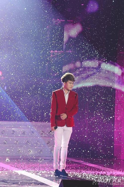 """Giọng ca xuất thân từ cuộc thi """"The X Factor"""" ngay từ vòng đầu đã thể hiện sự vượt trội ở giọng hát và phong cách trình diễn so với các thí sinh khác."""