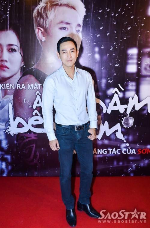 Đến chúc mừng nam ca sĩ là những khách mời thân thiết như: Gia đình ông bầu Quang Huy- Phạm Quỳnh Anh, diễn viên Hứa Vĩ Văn