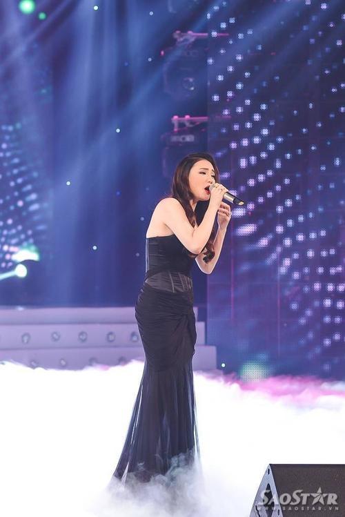 Với vai trò ca sĩ khách mời, ca sĩ Hồ Quỳnh Hương xuất hiện thật xinh đẹp với chiếc váy đen dài cùng gương mặt thon gọn. Cô biểu diễn ca khúc Nụ hôn cuối cùng và là người công bố Thí sinh được yêu thích nhất thông qua tin nhắn bầu chọn của khán giả là thí sinh Phạm Chí Thành.