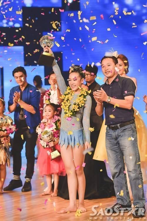 Khoảnh khắc đăng quang Bước nhảy hoàn vũ nhí 2015 của Vy Khanh.