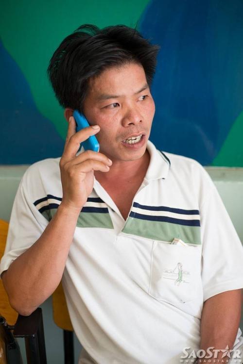 Anh Dương MInh Tiền vui sướng khôn cùng khi con trai mình thoát được bàn tay tử thần.