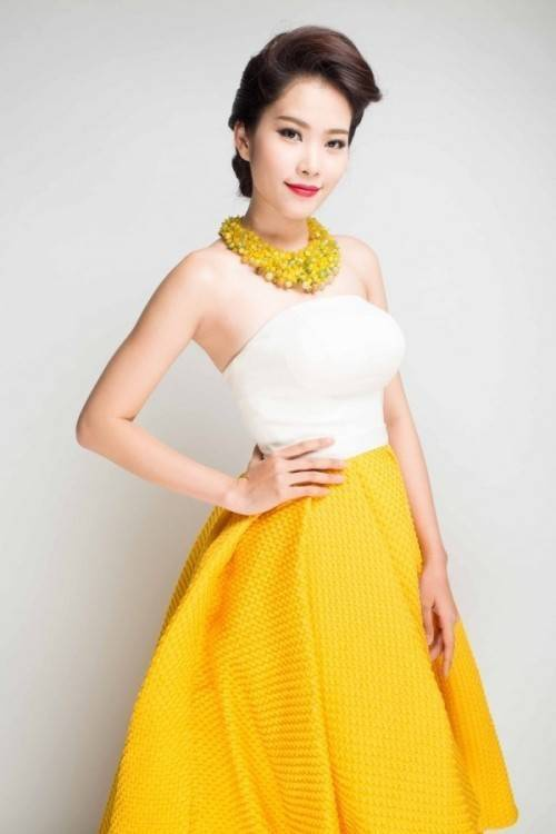 Nguyễn Thị Lệ Nam Em đăng quang cuộc thi Hoa khôi Đồng bằng sông Cửu Long 2015. Cô năm nay 19 tuổi, đến từ Tiền Giang và hiện là sinh viên năm hai trường Đại học Văn hóa Nghệ thuật Quân đội ở Hà Nội.