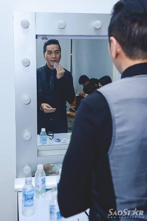 Về làm giám khảo tìm kiếm các tài năng trẻ, Nguyễn Hưng khá hồi hộp.