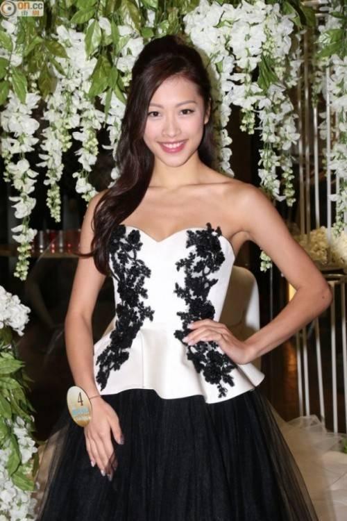 Hình ảnh trong sáng của cô tại phần thi trang phục dạ hội ở vòng bán kết Hoa hậu Hong Kong 2015.