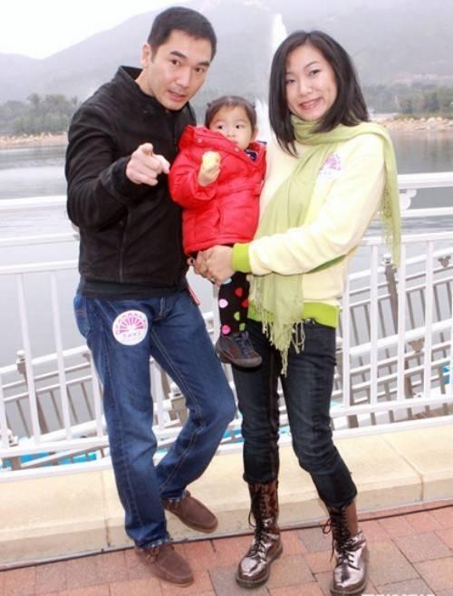 Tài tử Phương Trung Tín kết hôn với Mạc Khả Hân năm 2008.