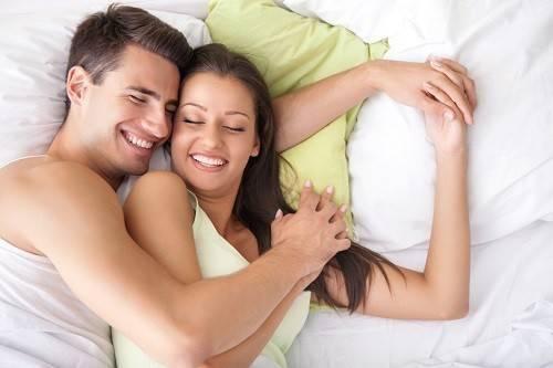 Tin nhắn chủ động từ phía bạn sẽ làm chàng thêm hưng phấn trong chuyện giường chiếu.