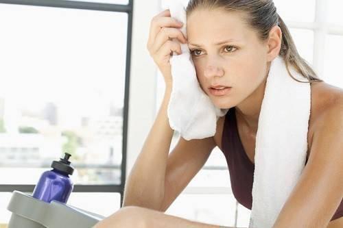 Tập thể dục quá nặng có thể gây tác dụng phụ.