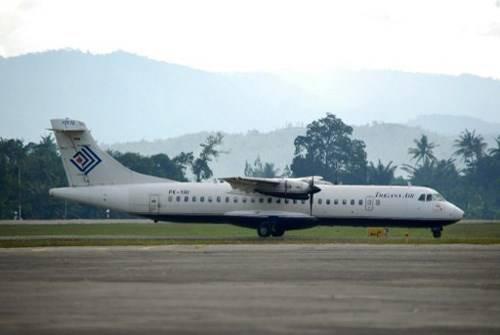 Một chiếc ATR 42 của hãng hàng không Trigana hạ cánh xuống sân bay Jayapura, tỉnh Papua ngày 17.8 - Ảnh: AFP
