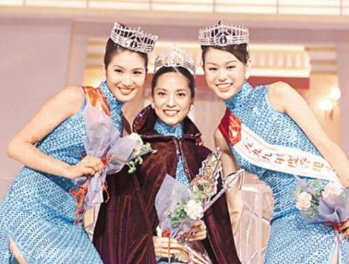 Hồ Hạnh Nhi (ngoài cùng bên phải) trong cuộc thi Hoa hậu.