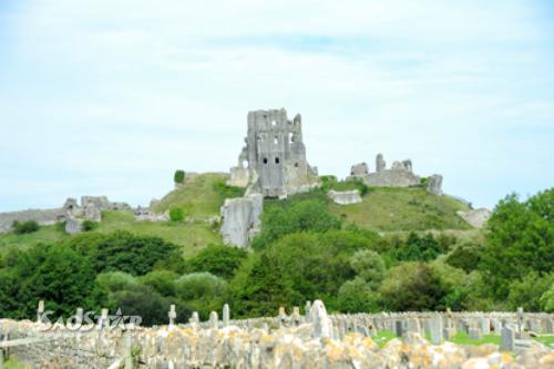Những tàn tích còn sót lại của lâu đài Corfe