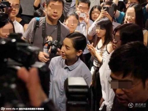 Thừa nhận không còn trẻ trung nhưng Đổng Khiết cho biết cô hạnh phúc khi khán giả vẫn còn tình cảm với mình.