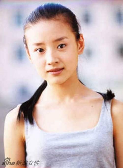Cô trở thành gương mặt quen thuộc trên màn ảnh. Những vai diễn của Đổng Khiết gắn liền với hình tượng trong sáng thục nữ như Lãnh Thanh Thu trong Kim phấn thế gia, Chúc Anh Đài trong Mối tình Lương Chúc.