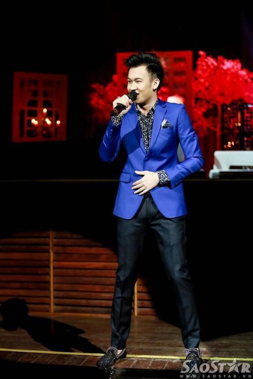 Dương Triệu Vũ là khách mời mở đầu phần 2 của liveshow Mùa thu trong mưa. Anh gửi đến người nghe các sáng tác quen thuộc.