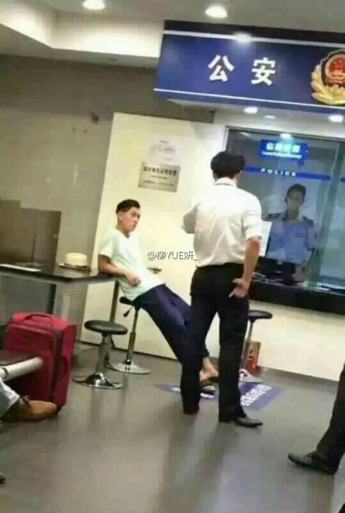 Hình ảnh Trần Quán Hy tại sở cảnh sát.