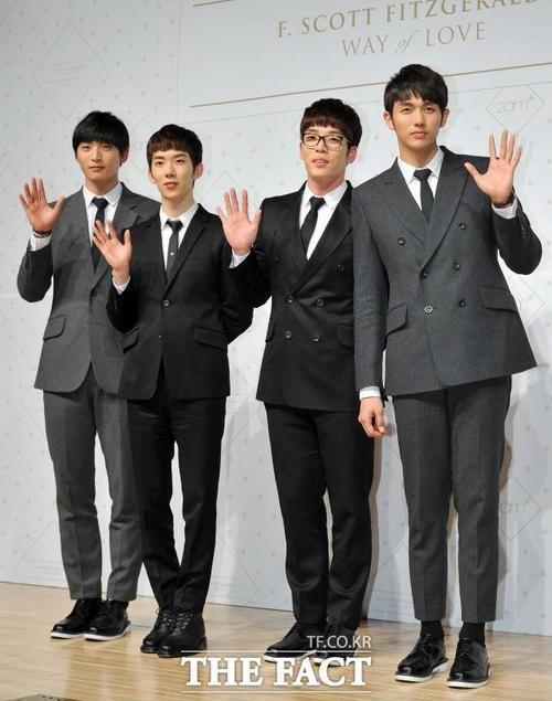 2AM hoạt động từ năm 2008 tới nay khá vắng vẻ trên sân khấu Kpop.