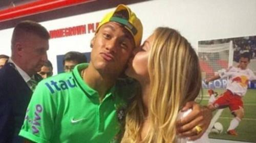 Hình ảnh thân mật của cả hai Neymar - Beatrice.