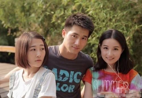 Châu Vân Lữ (ngoài cùng bên phải) khi còn sinh thời.