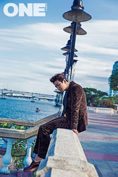 Khi biết tin về bộ ảnh, nhiều fan Việt, đặc biệt ở Đà Nẵng cùng đoán địa điểm mà Joo Ji Hoon chụp ảnh.