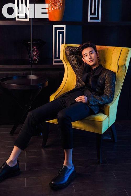 Joo Ji Hoon sở hữu lượng fan đông đảo ở Việt Nam. Mặc dù từng vướng scandal dùng ma túy vào năm 2009, nam diễn viên 33 tuổi vẫn nhận được sự ủng hộ của người hâm mộ. Sau scandal, Joo Ji Hoon nhập ngũ.