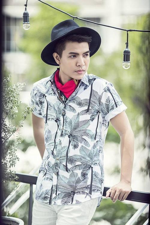 Bộ ảnh được thực hiện bởi ê-kíp: photo Tùng chu, stylist Quang Keo, make-up Phú Trần, outfit Mas - Small Man.