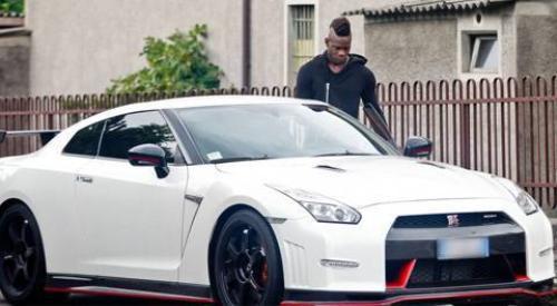 Balotelli với siêu xe của mình vừa vị phạt