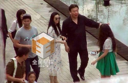 Cặp sao có mặt tại quê nhà Phạm Băng Băng ở Thanh Đảo, Sơn Đông.