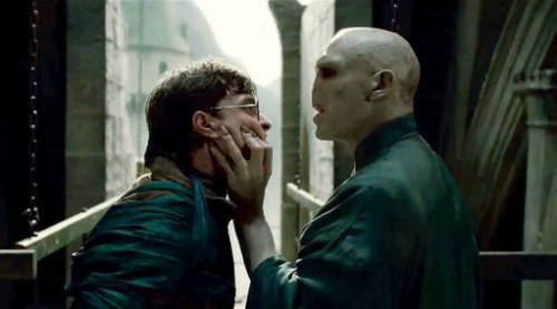 "(L-r) DANIEL RADCLIFFE as Harry Potter and RALPH FIENNES as Lord Voldemort in Warner Bros. Pictures' fantasy adventure ""HARRY POTTER AND THE DEATHLY HALLOWS - PART 2,"" a Warner Bros. Pictures release."