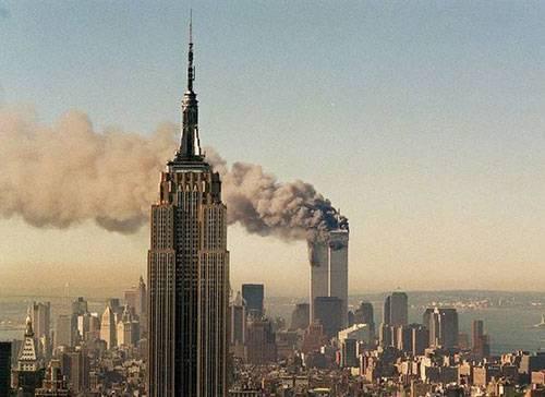 Tòa tháp đôi bị hủy hoại trong vụ khủng bố 11/09.