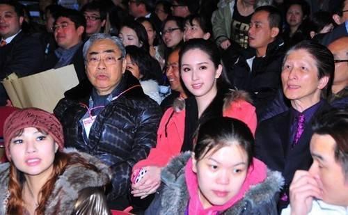 Hà Ngạo Nhi bên Lâm Kiến Danh giai đoạn đầu hẹn hò.