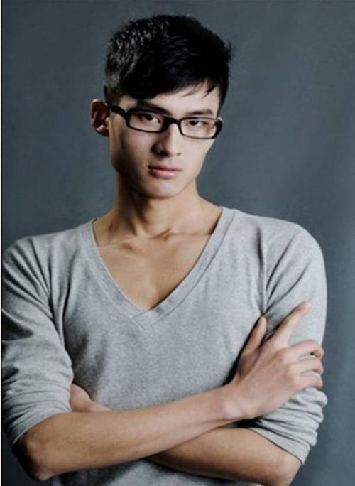 Những người mẫu trẻ như Hạng Hải bị lừa trơn tru.