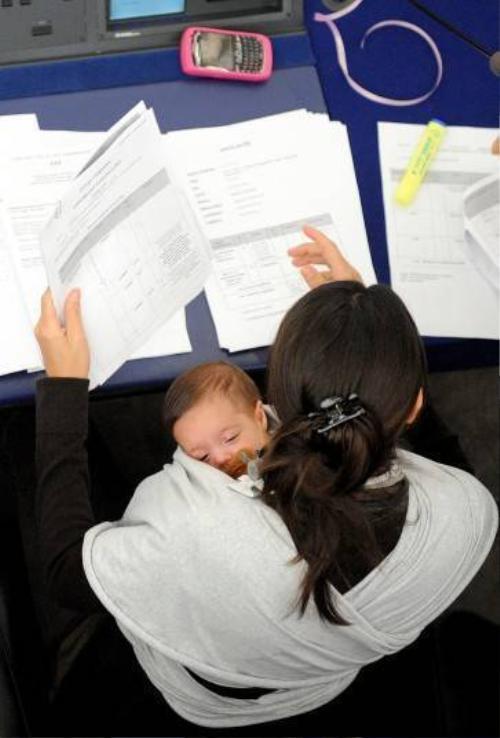 Vittoria được vào phòng họp nghị viện Châu Âu cùng mẹ khi mới 1 tháng tuổi.