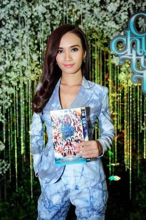 Tham dự buổi giới thiệu DVD Gala Nhạc Việt 6 mới đây, Phan Lê Ái Phương tỏ ra nhanh nhạy với xu hướng này.