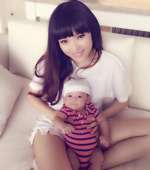 Việt Huê và bé Chip.