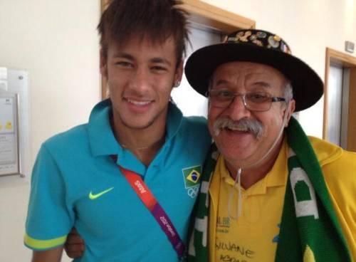 Ông chụp cùng với Neymar