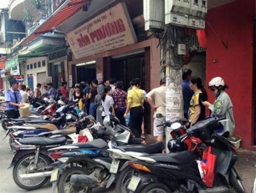 Tiệm bánh Bảo Phương thường xuyên rất đông khách
