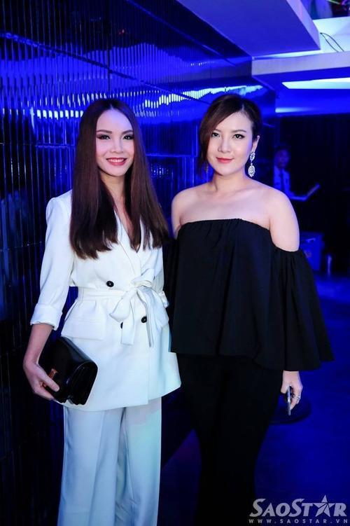 Chị em Yến Trang - Yến Nhi dự sự kiện với trang phục đối lập.