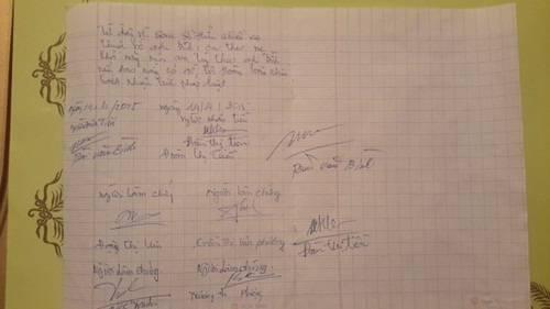Tờ giấy nhận tiền viết tay của vợ cũ do Khánh Bình cung cấp. Theo đó, anh đã hoàn trả xong số tiền 400 triệu đồng mà chị Tiền góp để mua nhà. Ngoài chữ ký của cả hai, phần cuối tờ giấy còn có sự xác nhận có một số người làm chứng.