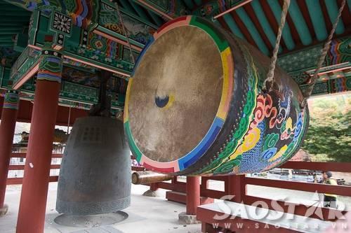 Bộ trống và chuông cổ trong chùa Seonunsa