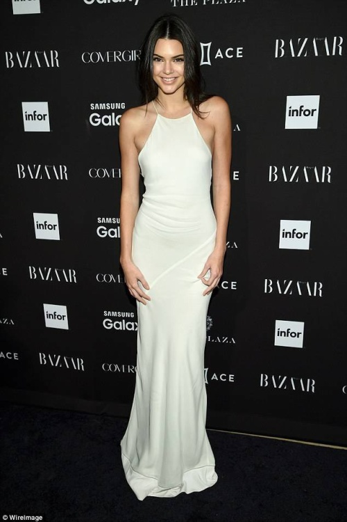 Mẫu trẻ đang hot Kendall Jenner.